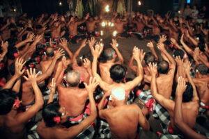 Découvrez la danse kecak avec Lune de Miel Bali