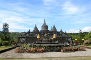 Visitez un temple bouddhique avec Lune de Miel Bali