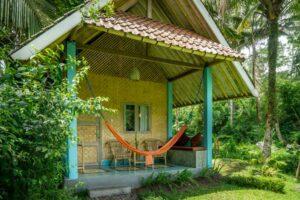 petit bungalow en paille tressée
