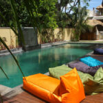 piscine avec espace chill
