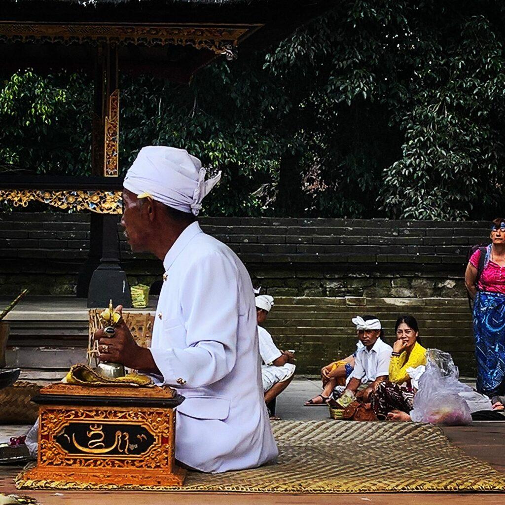 mangku, Bali