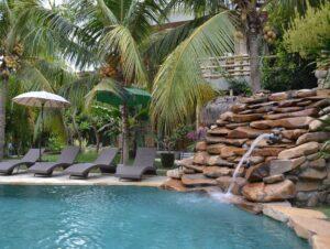 magnifique piscine en pierre