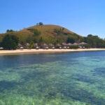 bungalows sur une petite île tropicale
