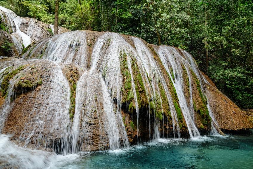 Saluopa chute d'eau, Tentana, Sulawesi