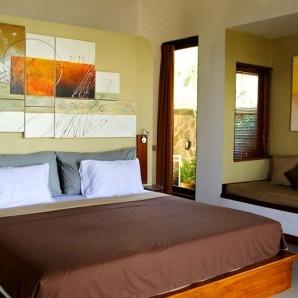 lit double d'une chambre d'hôtel à Bali