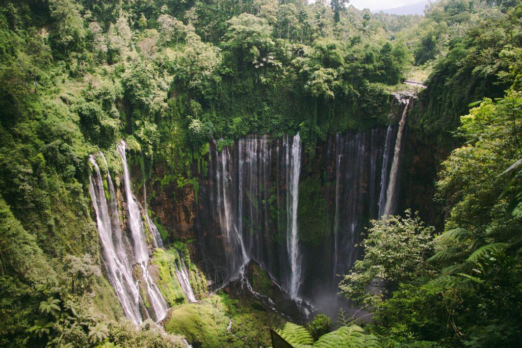 chutes d'eau, Java, Indonésue