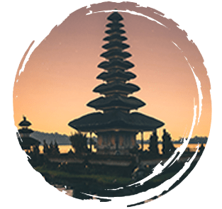 temple sur le lac ulan danau