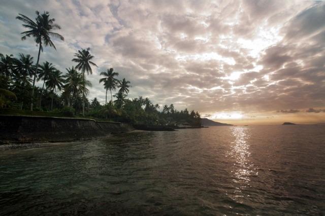 plage au soleil couchant
